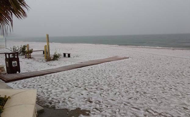 La ola de frío deja las playas nevadas